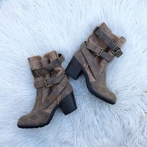Report Yurick Sherpa Buckle Heeled Boots 8.5